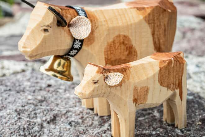 Bauernhoftiere Kuh Kalb geschnitzt